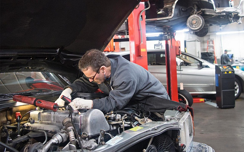 Opening an Automotive Repair Shop? 4 Things Every Mechanic Needs